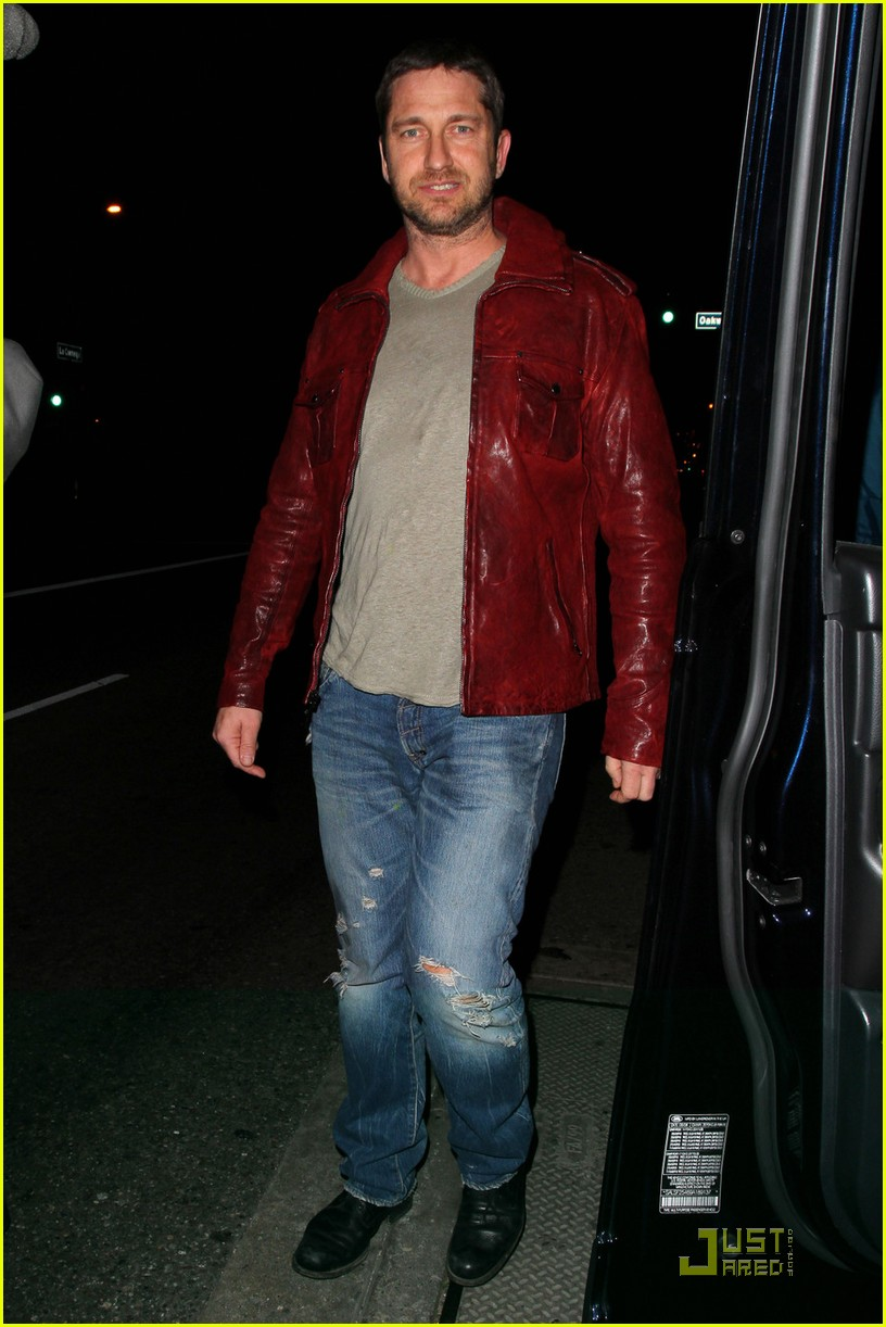 gerard butler cleared battery charges 07