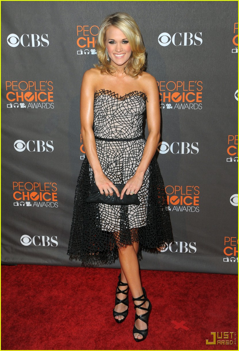 carrie underwood 2010 peoples choice awards red carpet 062406511