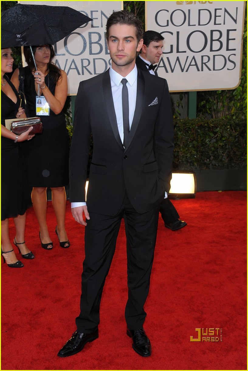 chace crawford 2010 golden globes red carpet 01