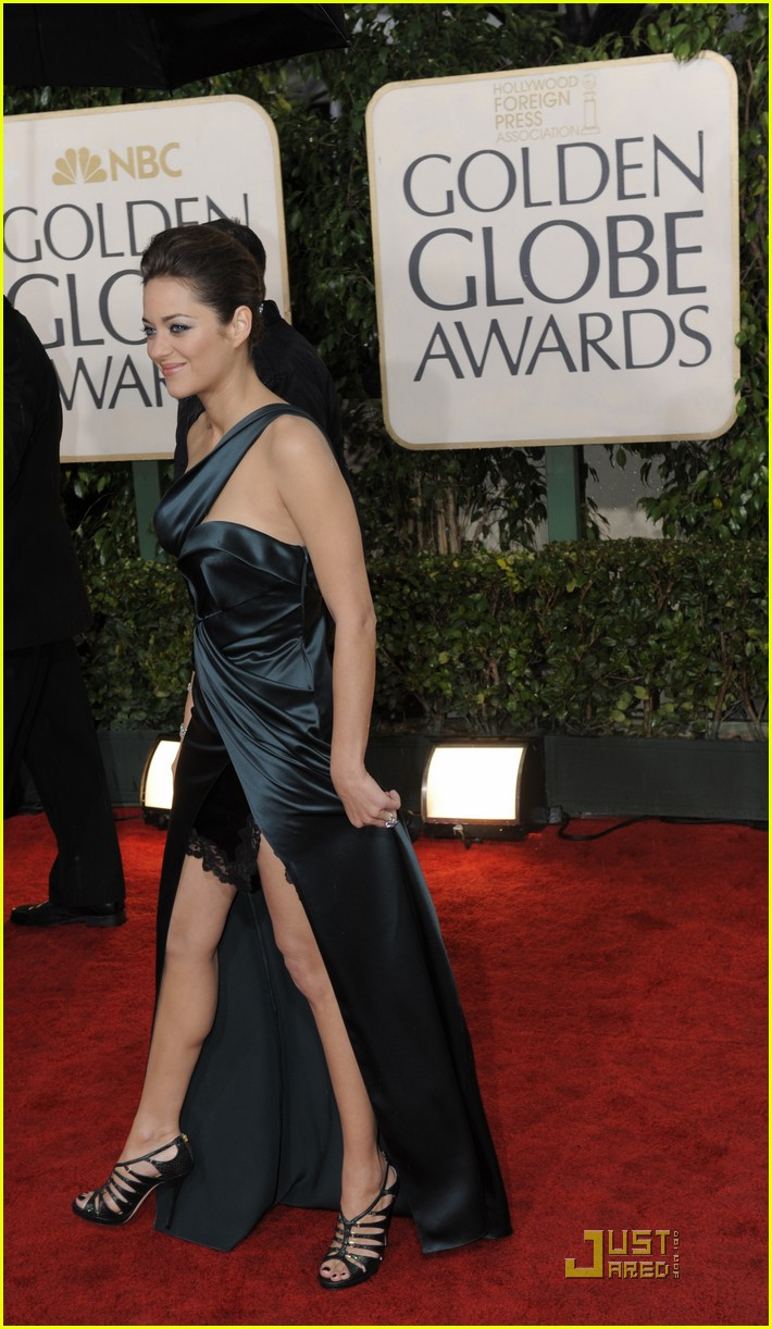 marion cotillard 2010 golden globe awards red carpet 09