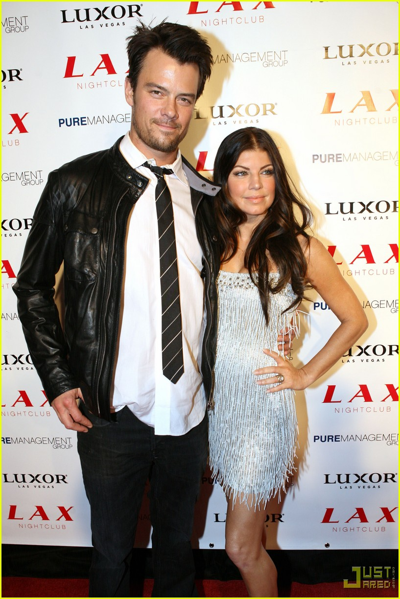 fergie josh duhamel lax las vegas new years eve 022405667