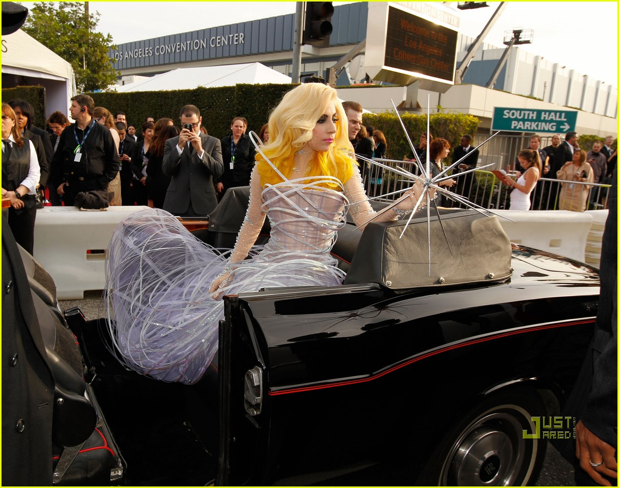lady gaga 2010 grammy awards red carpet 022413010