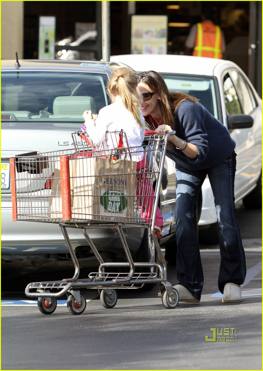 jennifer garner shopping cart violet affleck 02