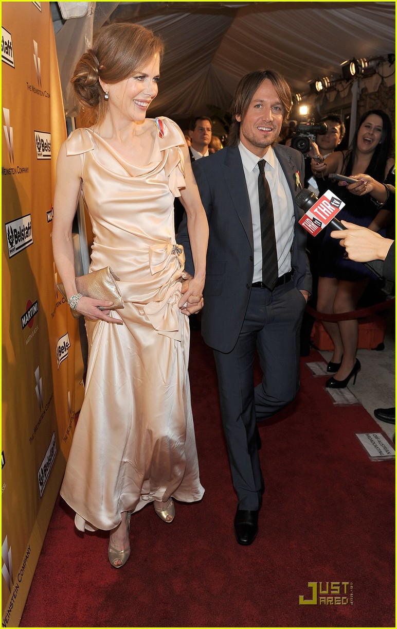 nicole kidman 2010 golden globe awards red carpet 07