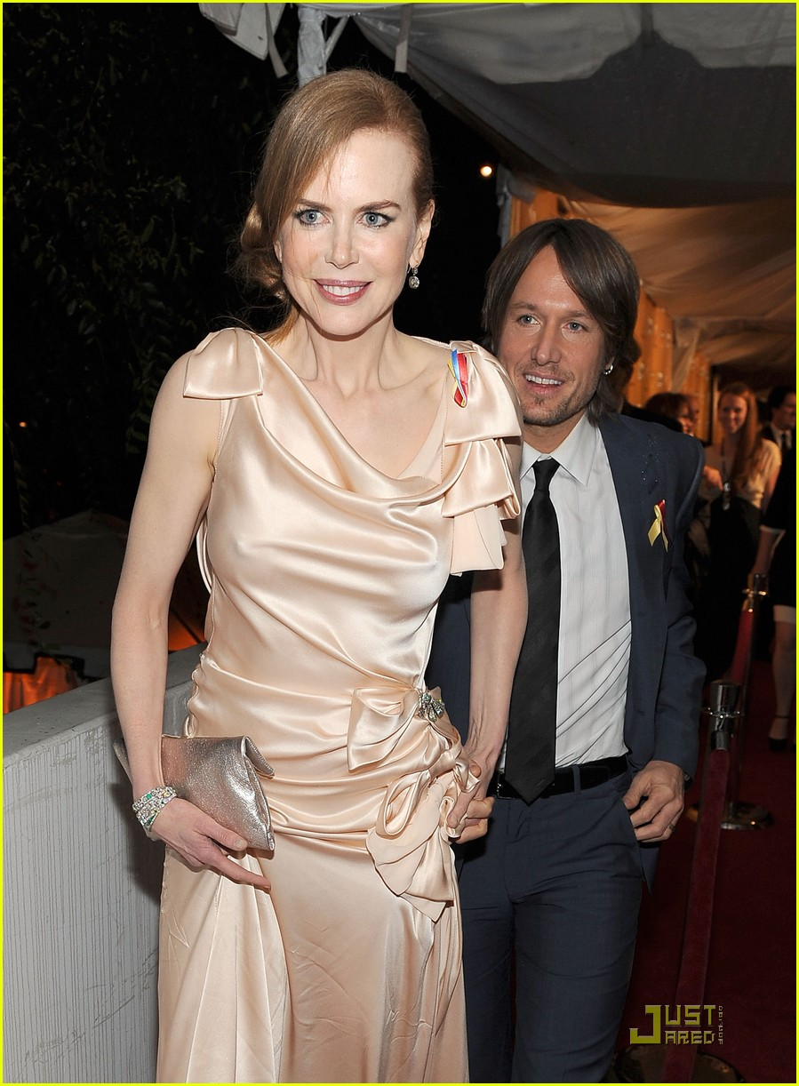 nicole kidman 2010 golden globe awards red carpet 09