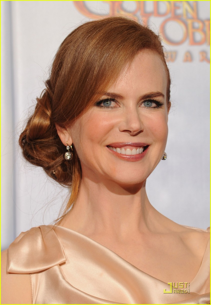 nicole kidman 2010 golden globe awards red carpet 11
