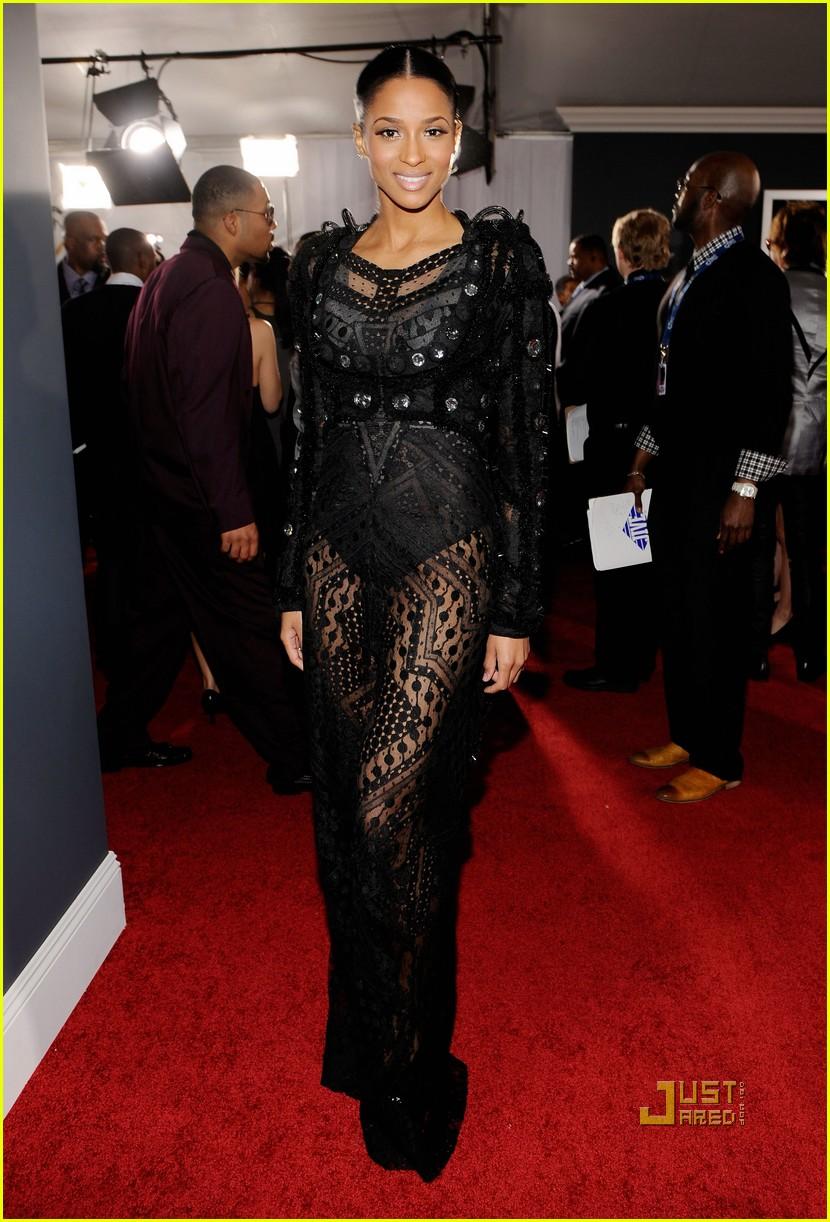 ciara 2010 grammy awards red carpet 02