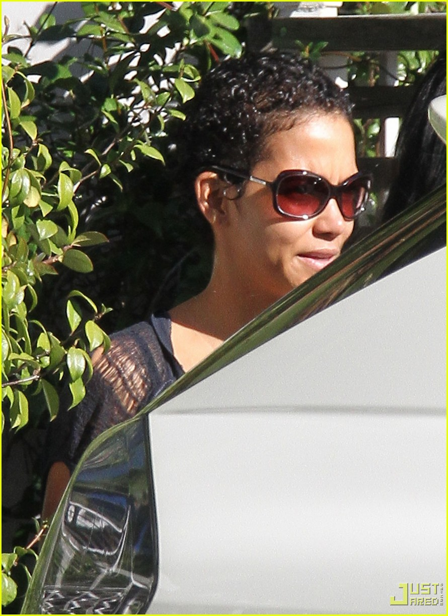 Halle Berry New Short Curly Hair 032406306