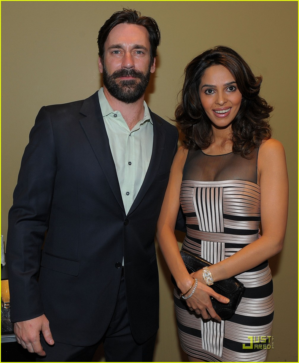 jon hamm boasts a beard 012408209