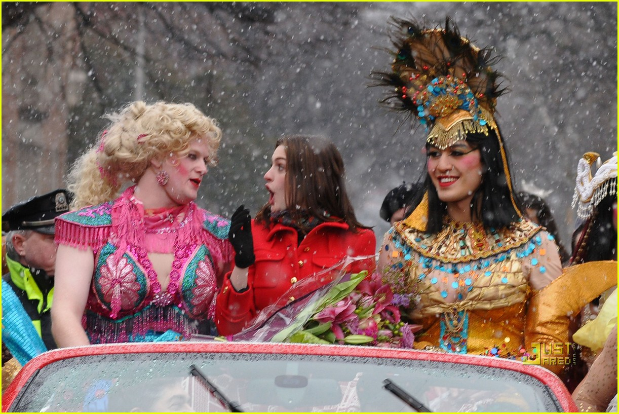 anne hathaway hasty pudding parade 012412221