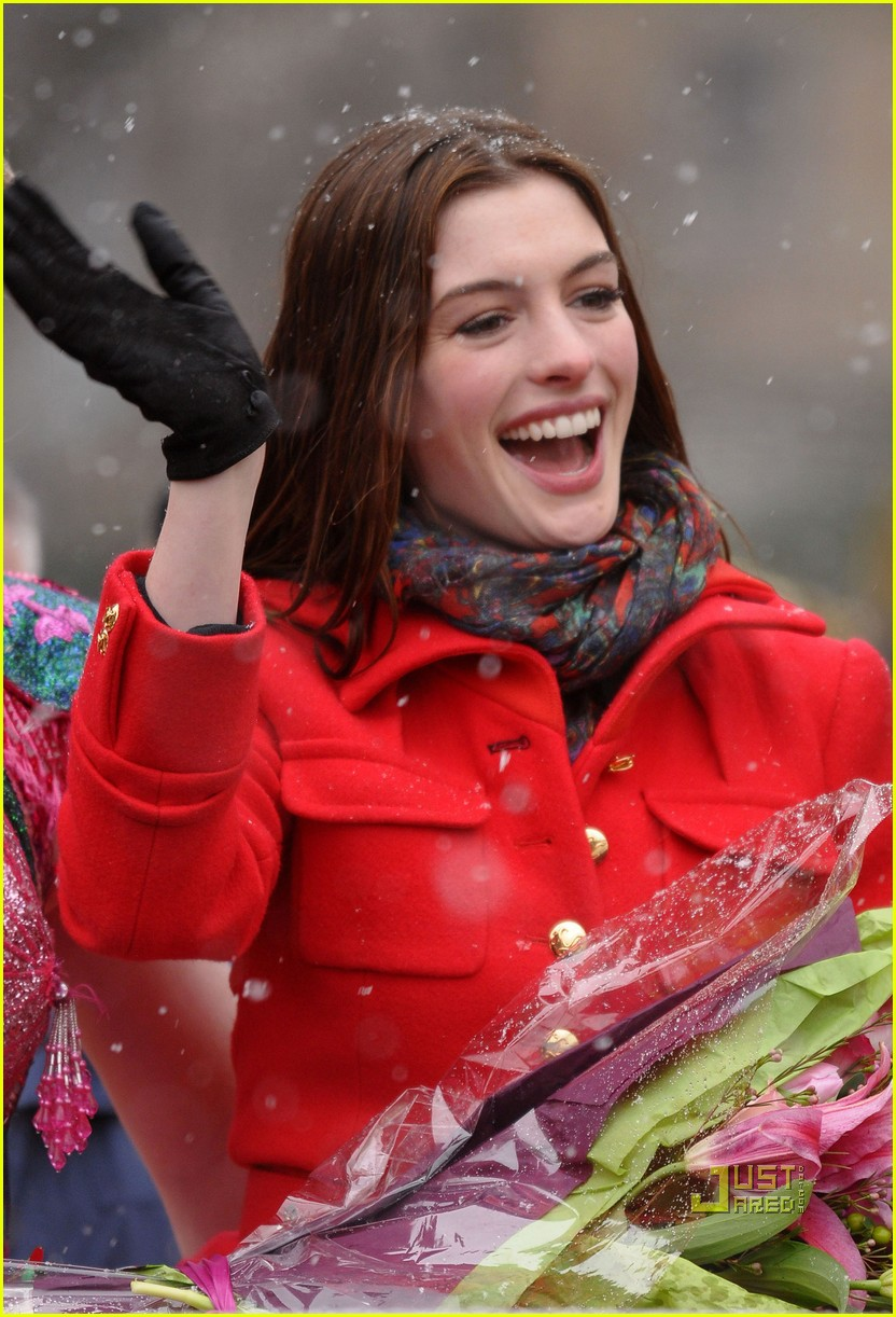 anne hathaway hasty pudding parade 022412222