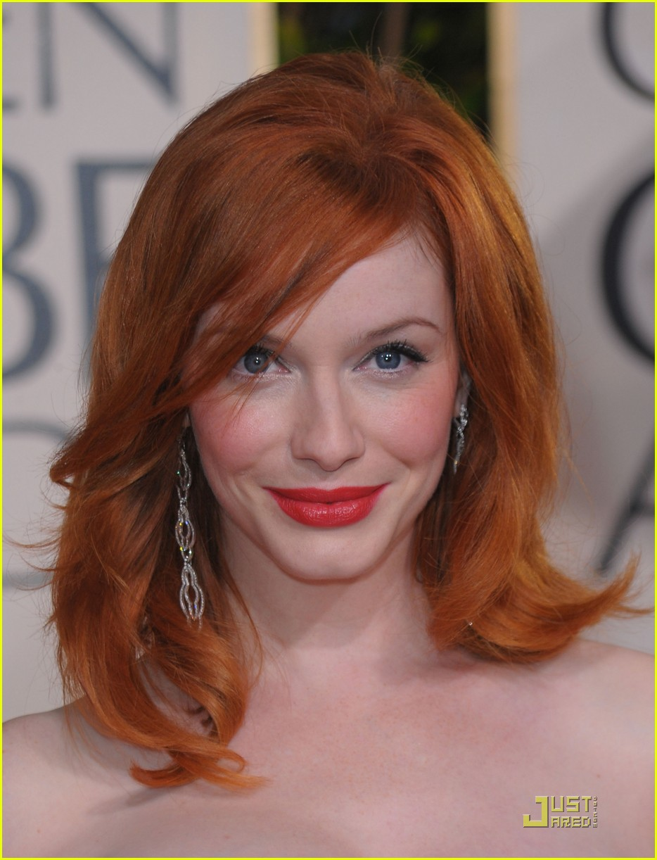 christina hendricks 2010 golden globe awards red carpet 05