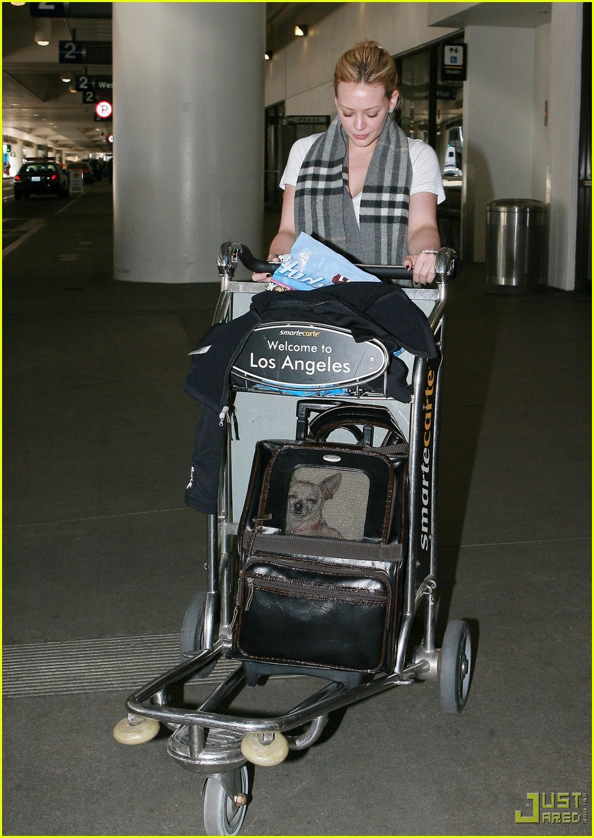 hilary duff lax airport ralphs 03