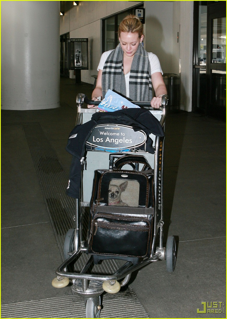 hilary duff lax airport ralphs 052406988