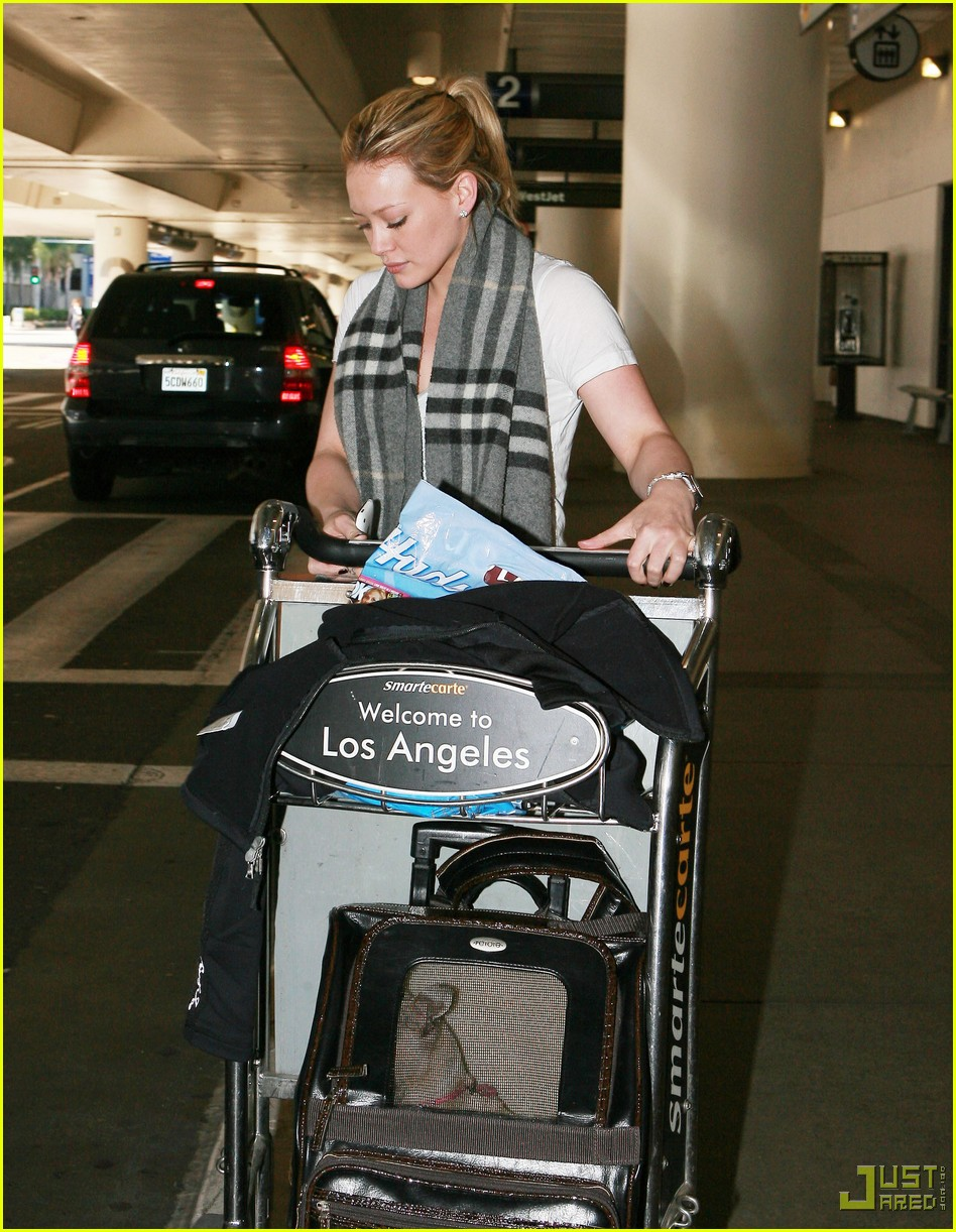 hilary duff lax airport ralphs 092406992