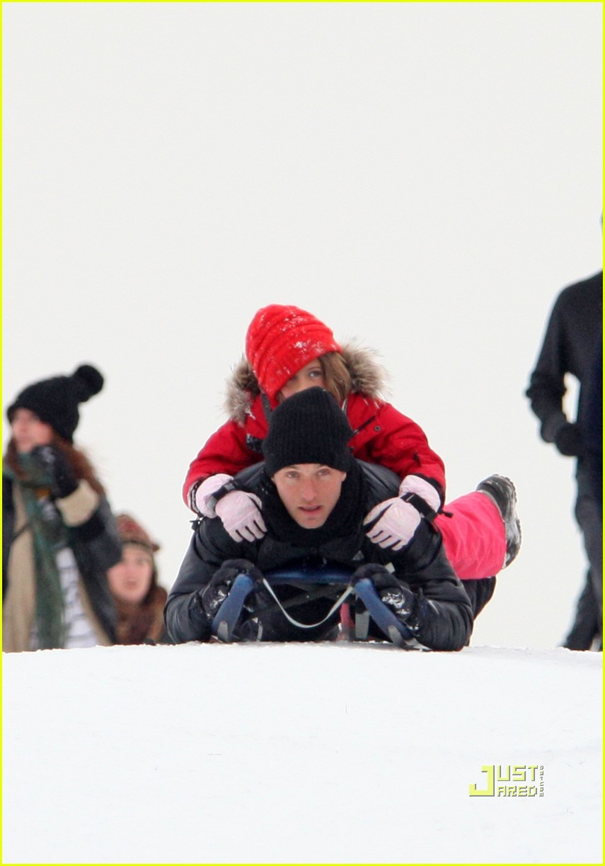 jude law sledding kids 02