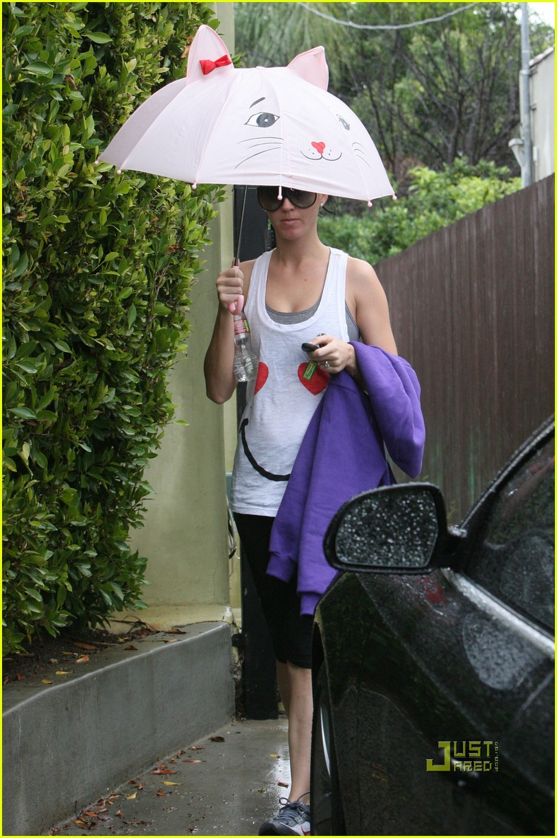 katy perry russell brand cat umbrella 07