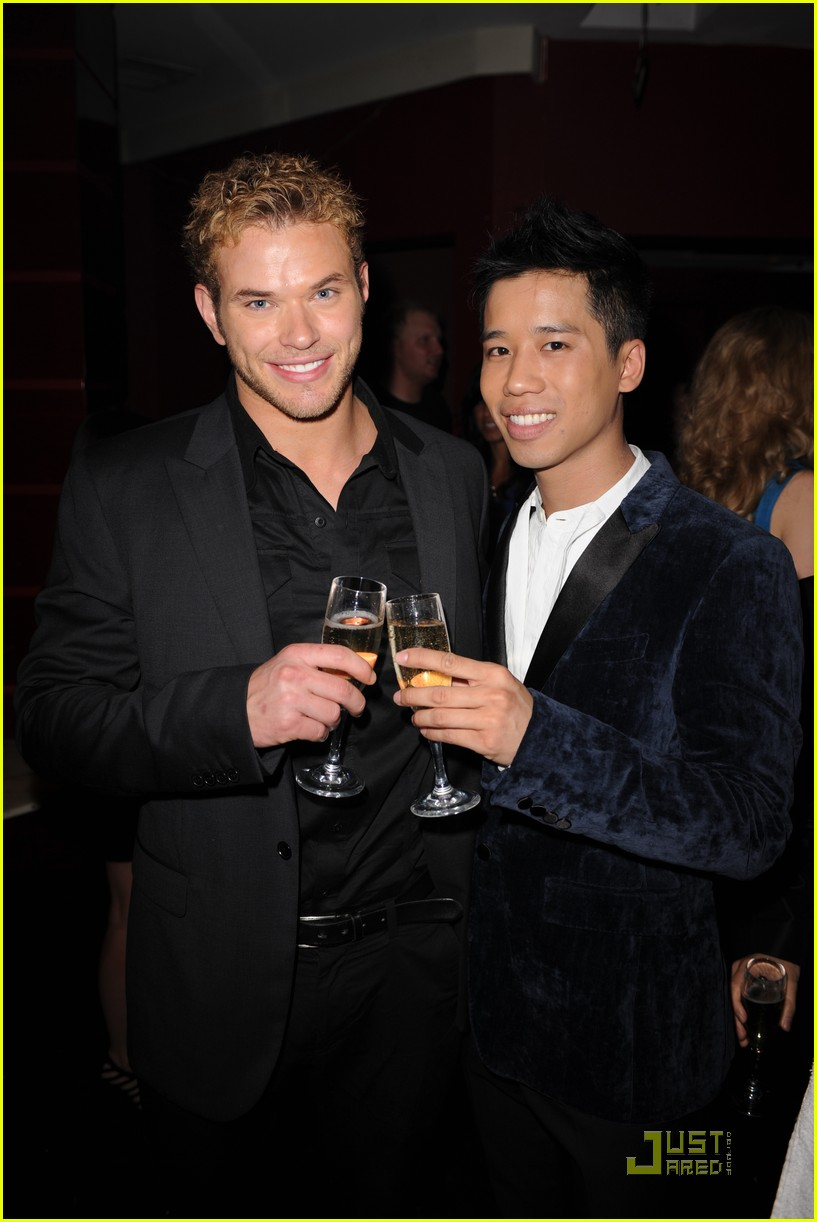 kellan lutz just jared new years party 012405357
