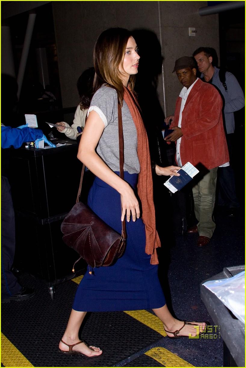 Full Sized Photo of miranda kerr flies out of lax airport ... Miranda Kerr