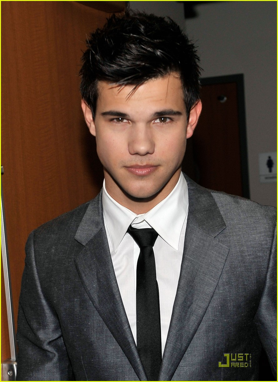 taylor lautner peoples choice 2010 03