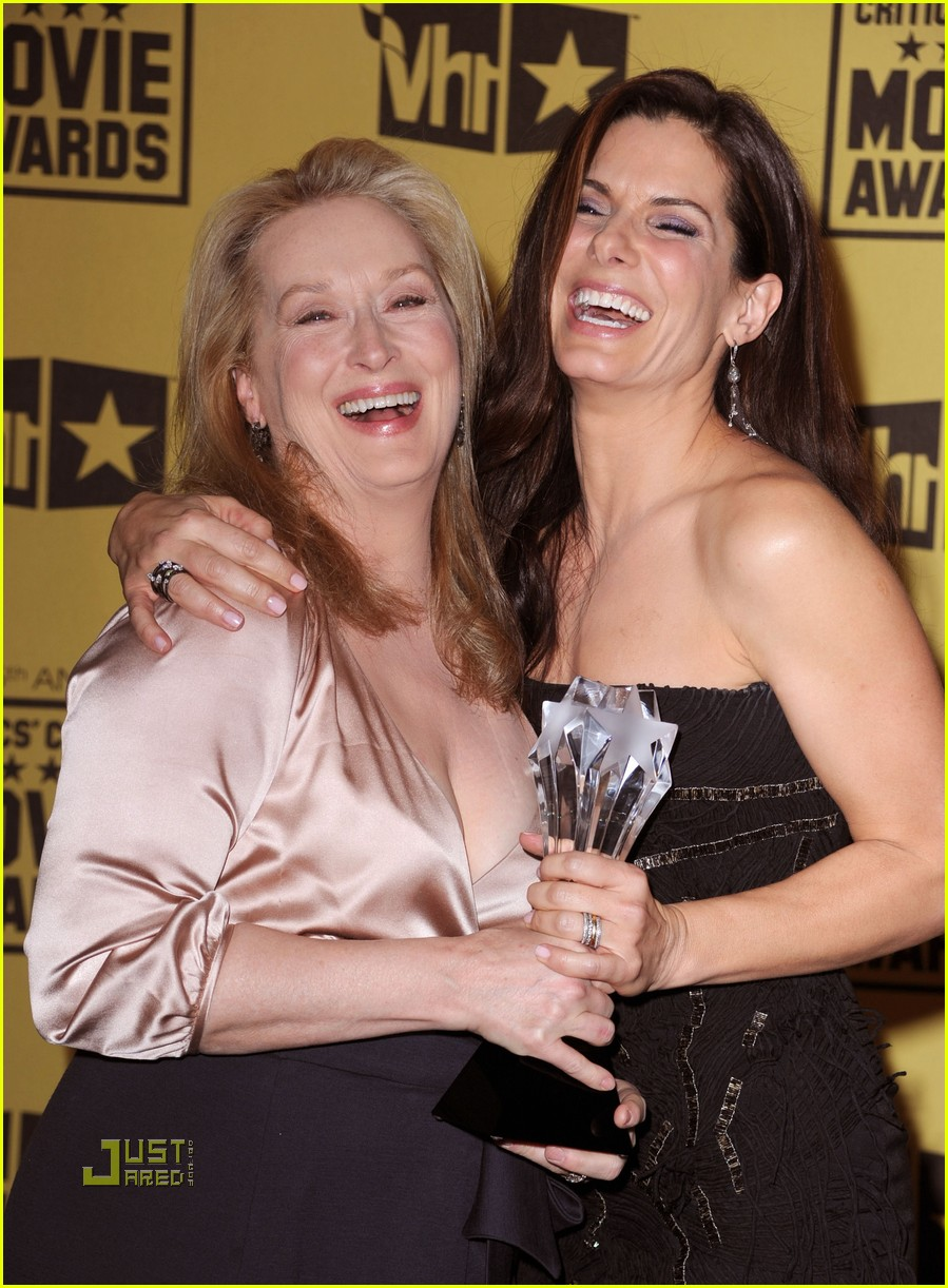 meryl streep sandra bullock kissing critics choice awards 012408629