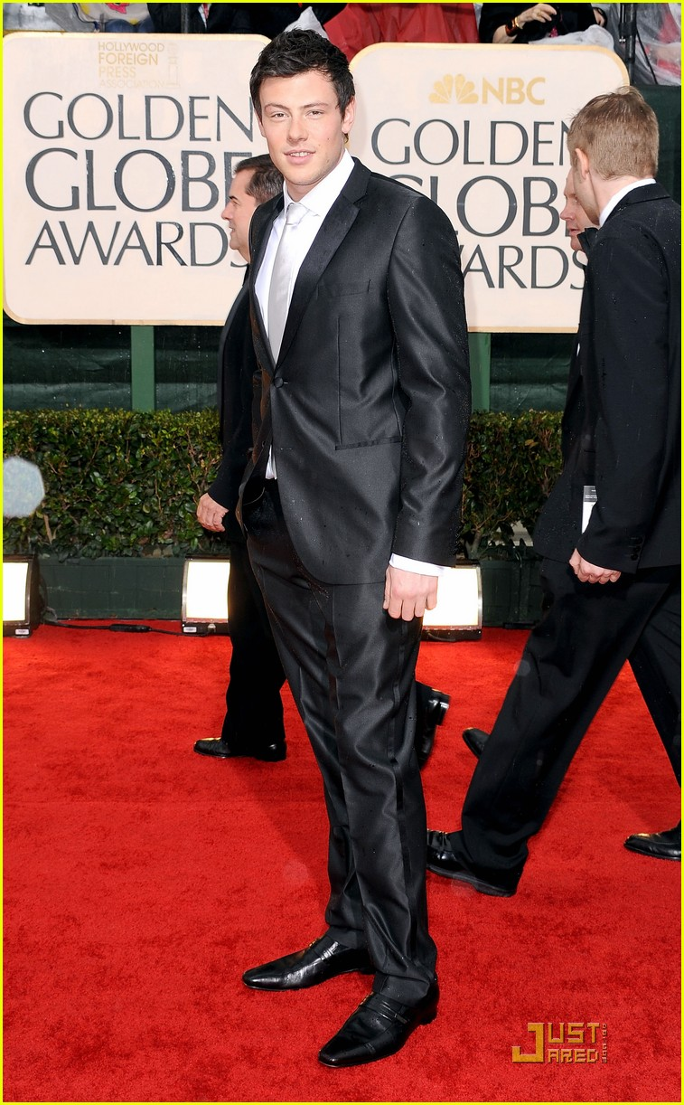 matthew morrison cory monteith 2010 golden globe awards red carpet 03