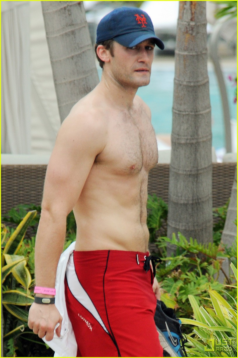 matthew morrison shirtless miami beach 012405536