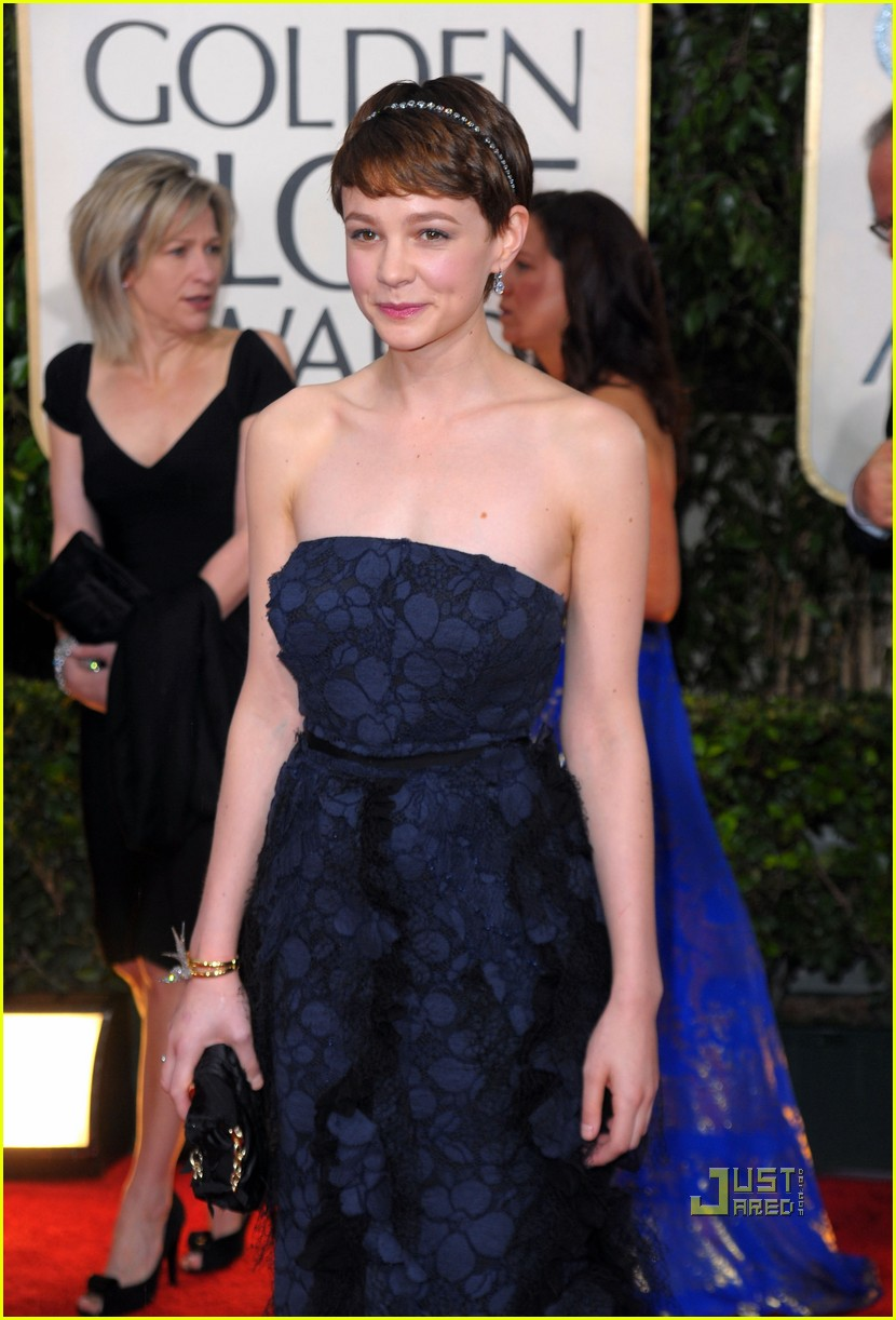 carey mulligan 2010 golden globes red carpet 03