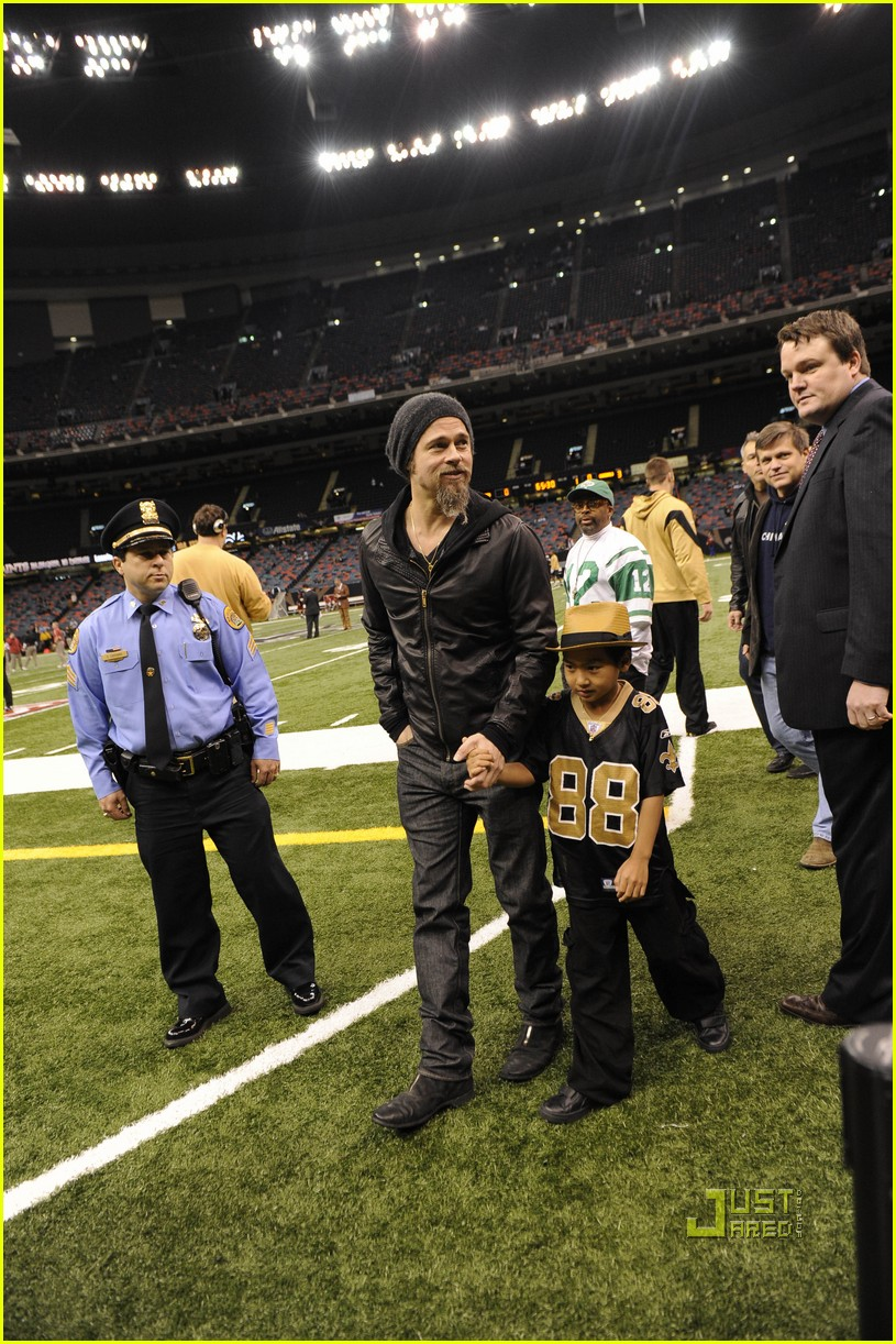 brad pitt maddox new orleans football game 042408827