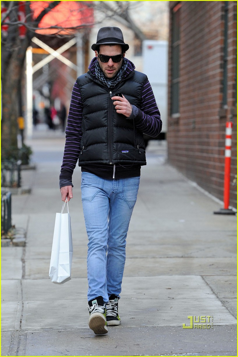 zachary quinto phone west village 01