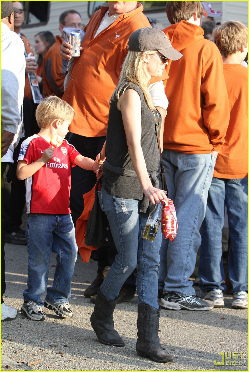reese witherspoon deacon phillippe national championship game longhorns 172406967