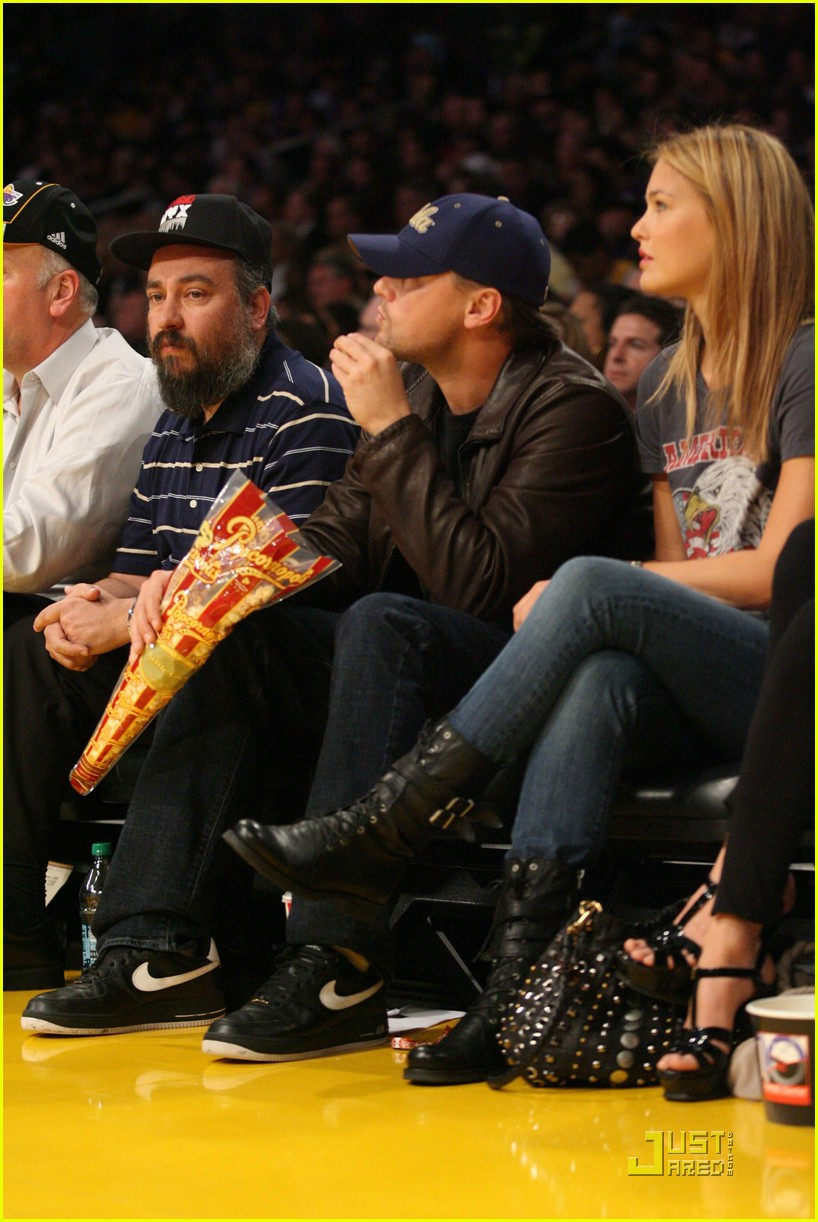 leonardo dicaprio bar refaeli lakers lovers 062410198