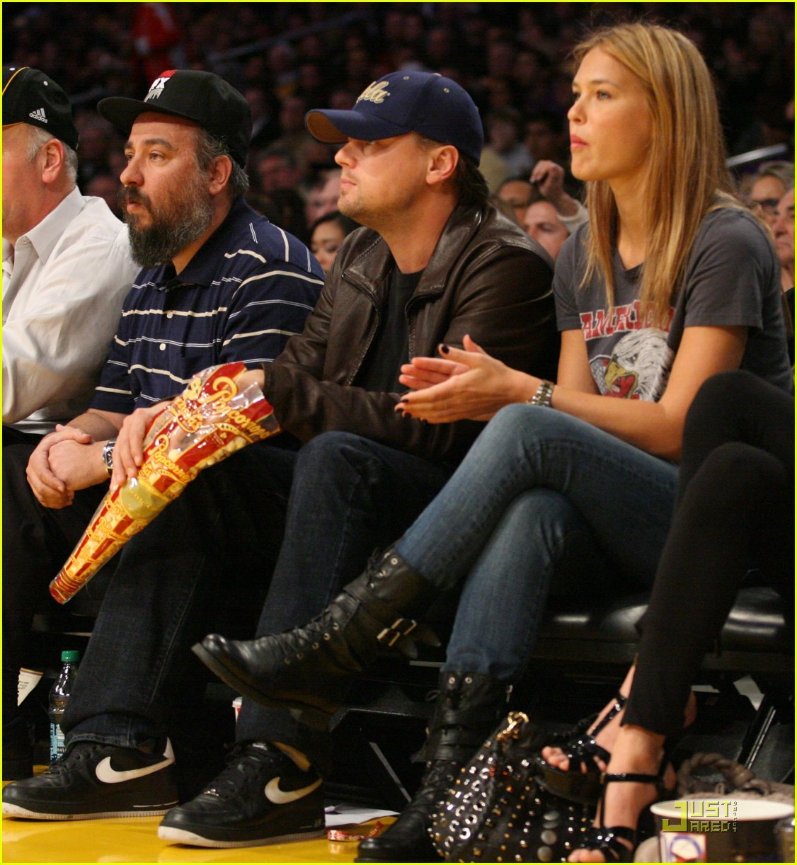 leonardo dicaprio bar refaeli lakers lovers 072410199