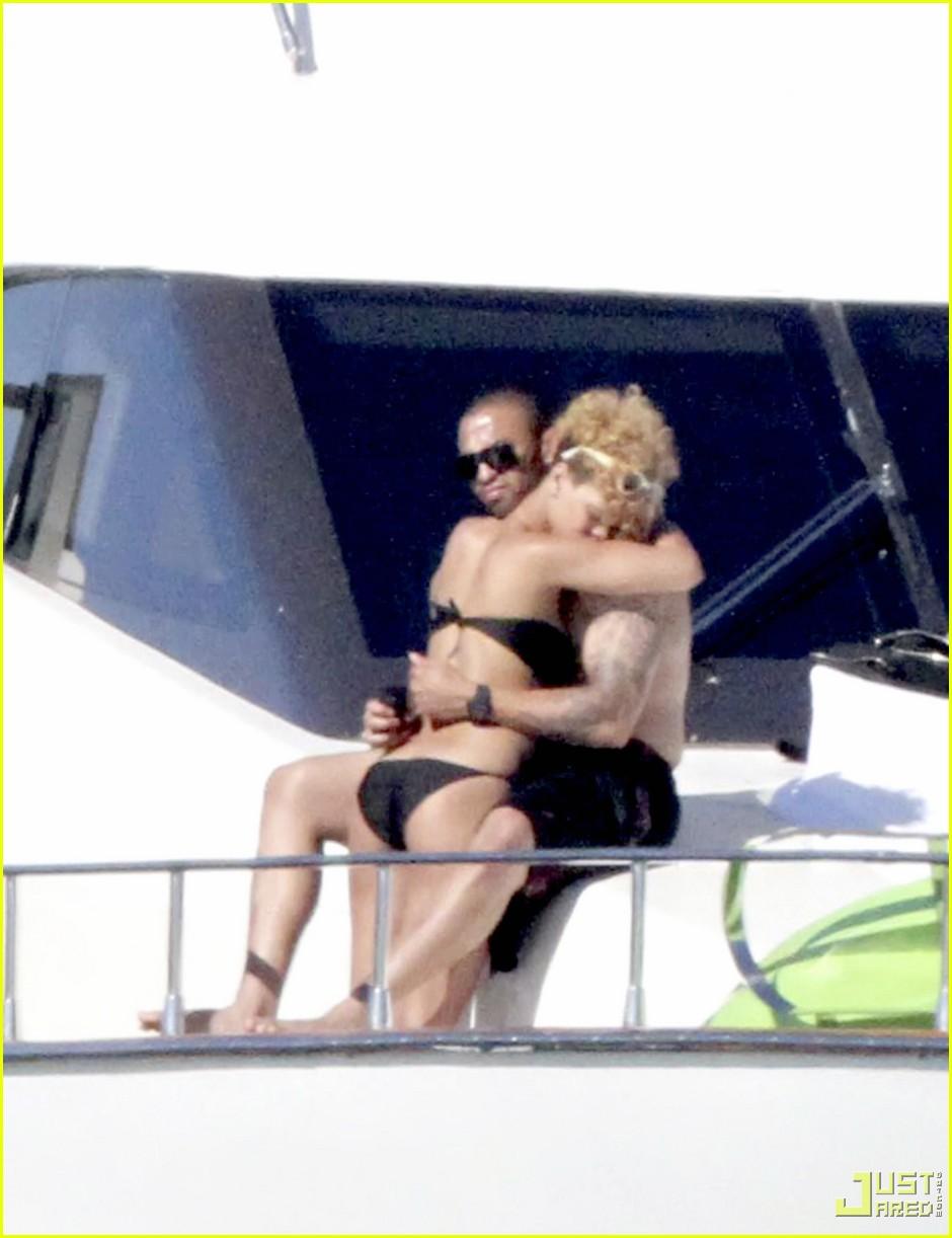 rihanna matt kemp shirtless bikini mexico boat 042406504