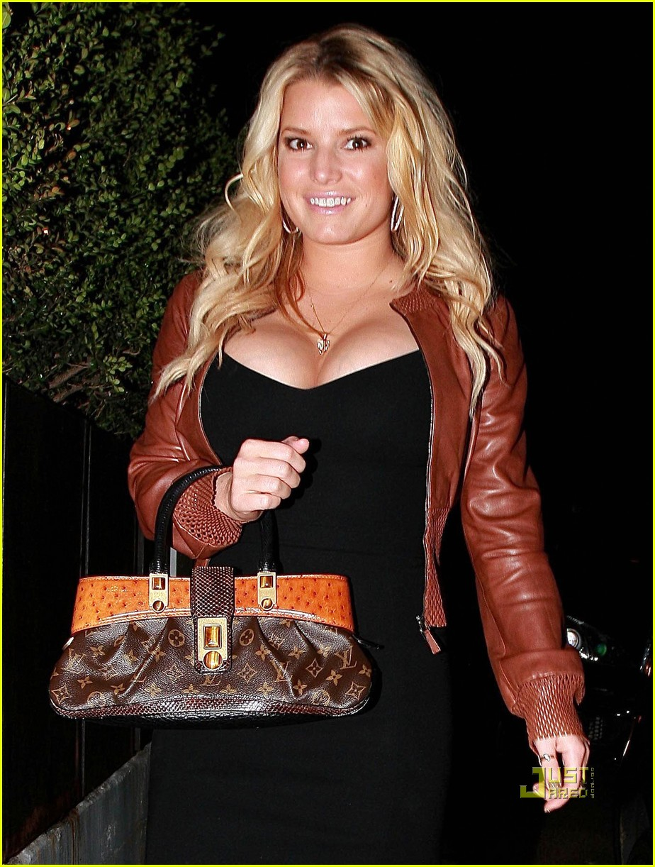 Full Sized Photo Of Jessica Simpson Ball Sack Scared 04