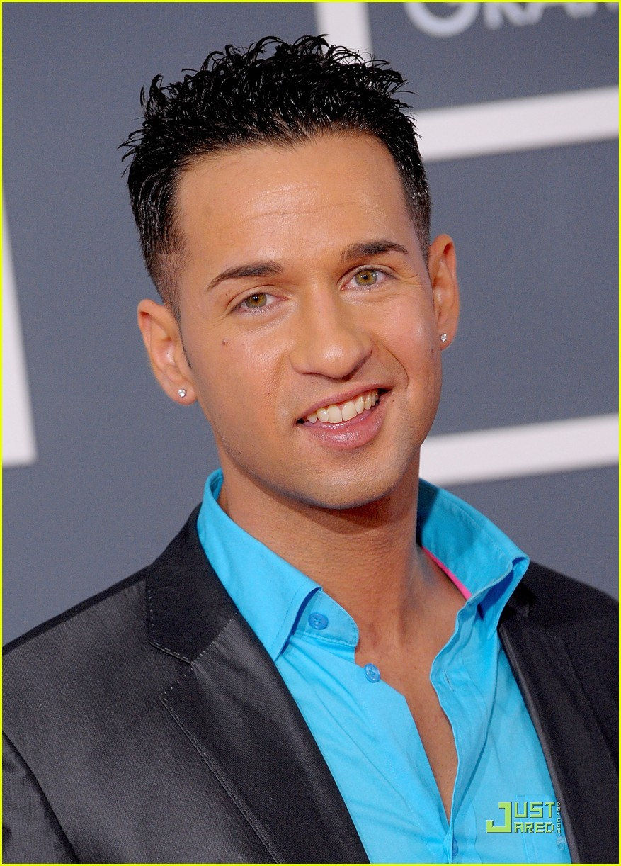 the situation 2010 grammy awards red carpet 01