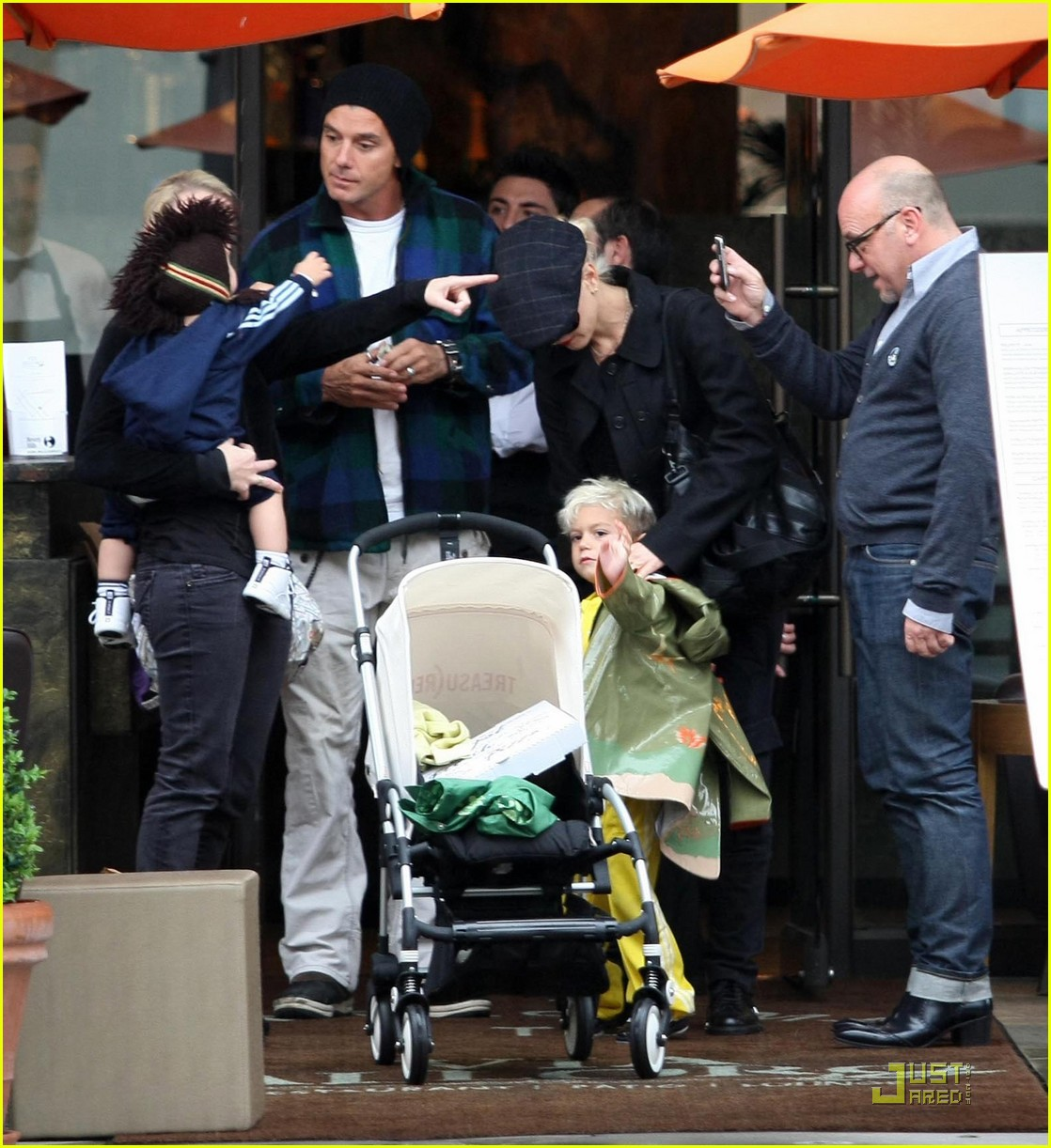 gwen stefani rossdale buying boys 08