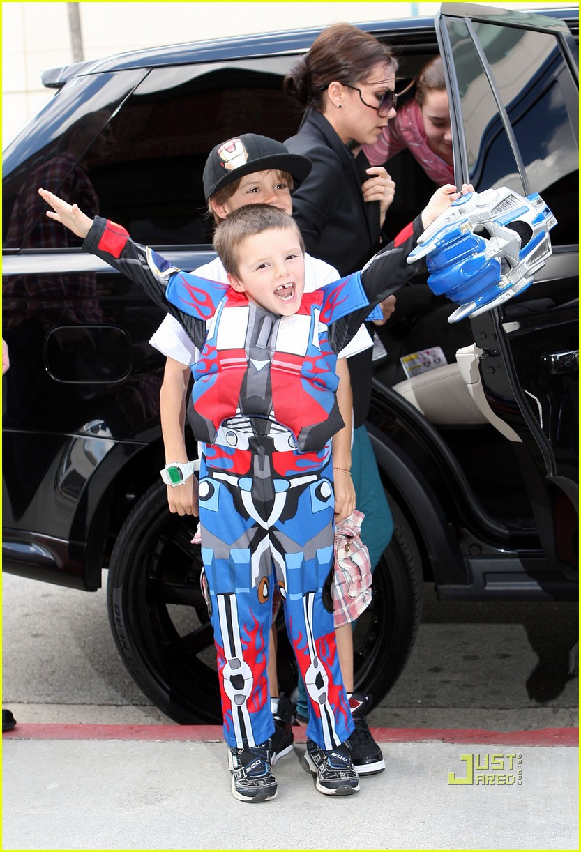 cruz beckham transformers birthday party victoria beckham 07