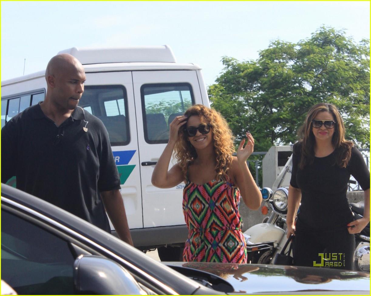 cc5aaa88e09 Beyonce Visits Christ the Redeemer   Photo 2426907