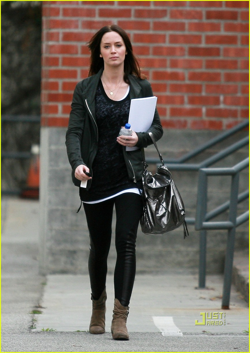 emily blunt 27th birthday work out meeting 012429998