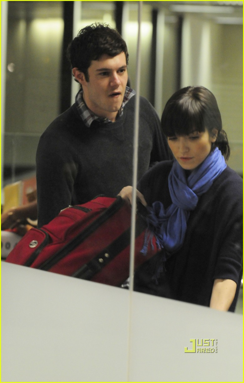 adam brody lax airport 032429439