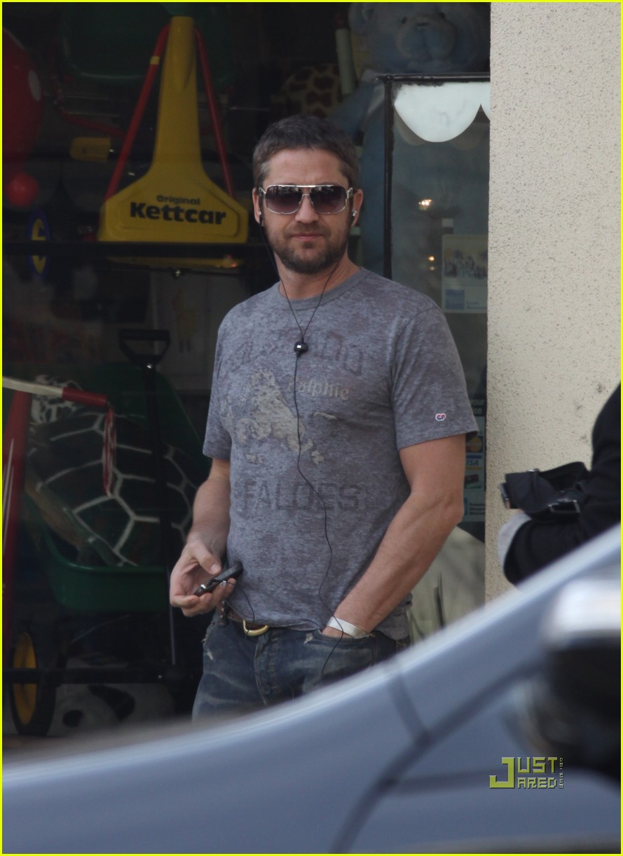 gerard butler beverly hills headset 05