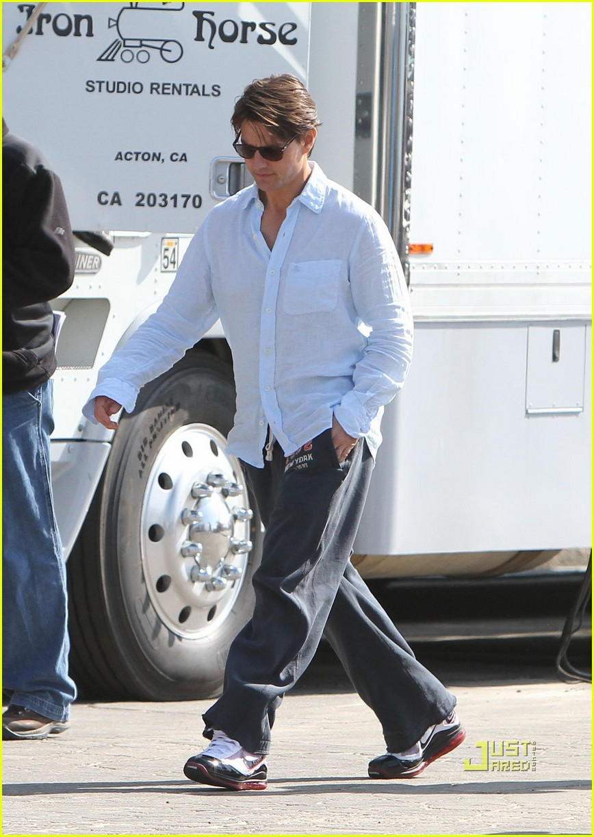 tom cruise knight and day sweatpants 03