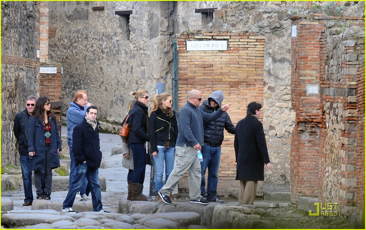 leonardo dicaprio bar refaeli play in pompei 05