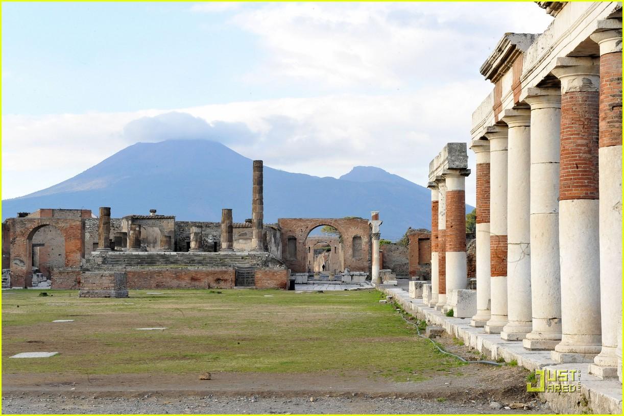 leonardo dicaprio bar refaeli play in pompei 122426045