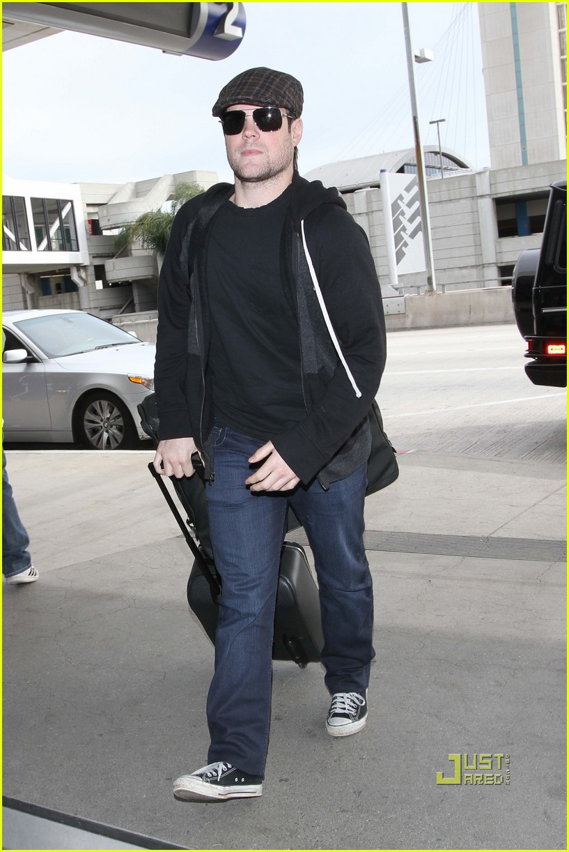 hilary duff mike comrie drop off 032429965