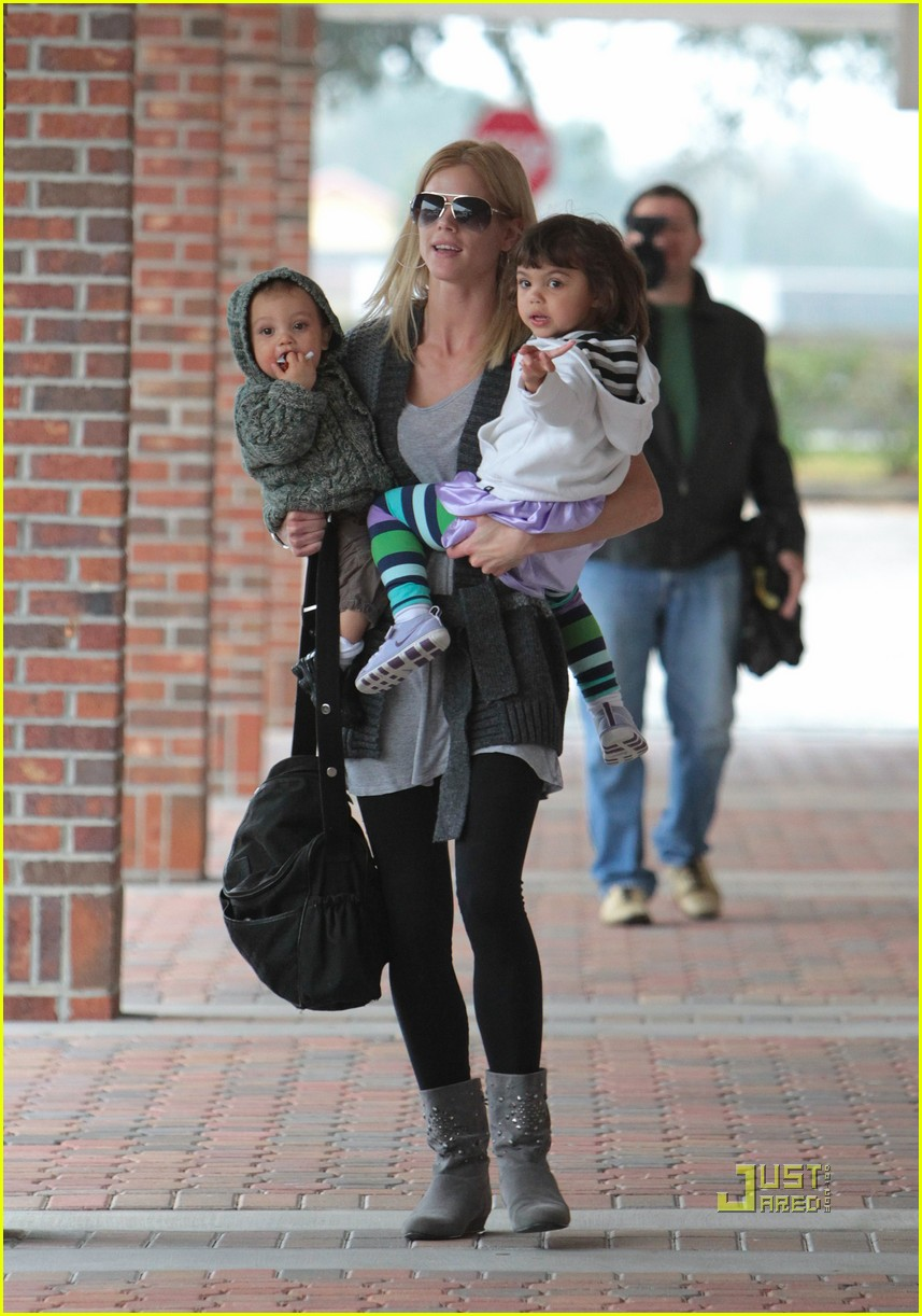 elin nordegren takes her kids for a checkup  photo 2426549