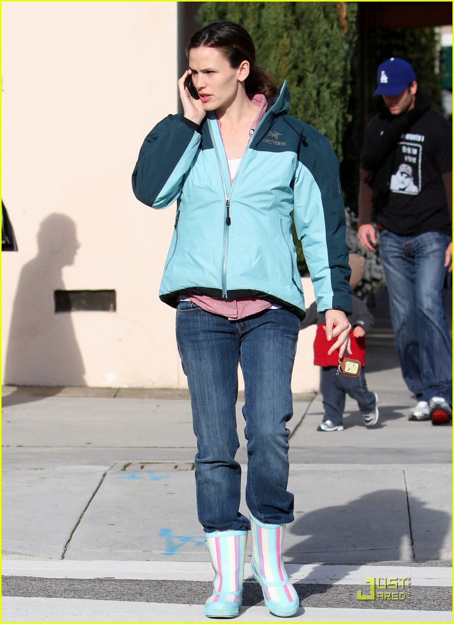 jennifer garner is ready for the rain 032425919