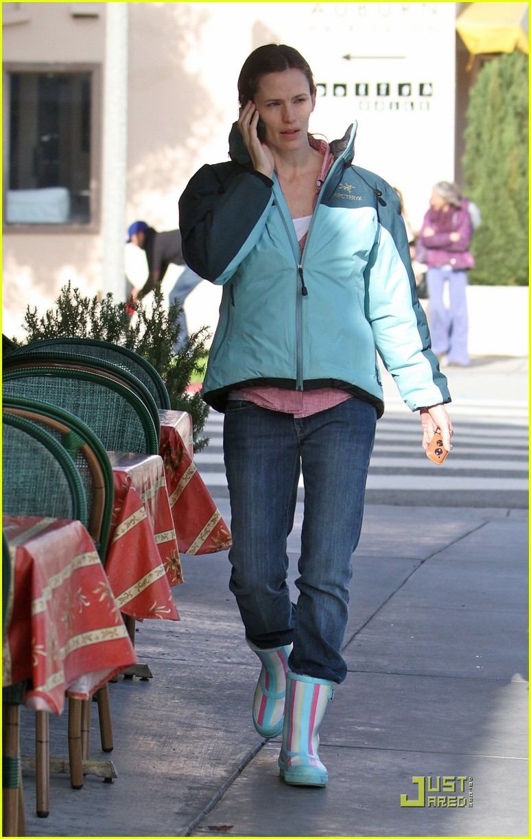 jennifer garner is ready for the rain 052425921
