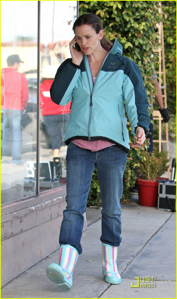jennifer garner is ready for the rain 062425922